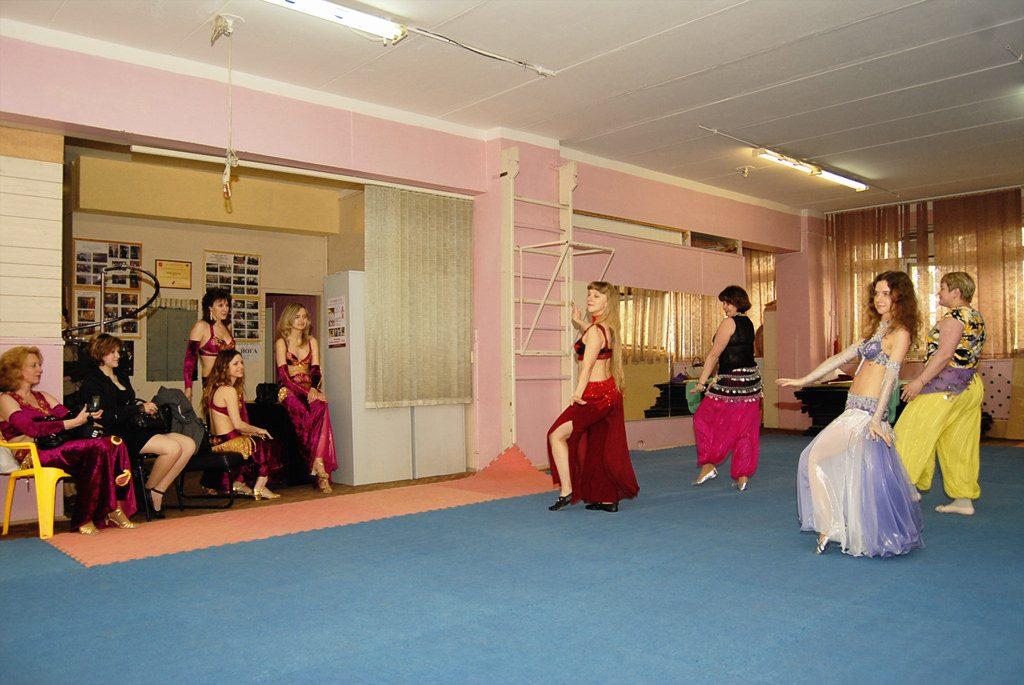 8. Bellygirls costumes 1024x685 - Kinh Nghiệm Lựa Chọn Trang Phục Bellydance Cho Các Cô Nàng