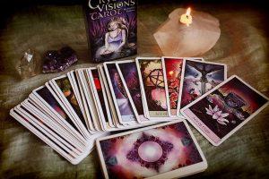 Crystal Visions Tarot 300x200 - Bộ Tarot Nào Phù Hợp Cho Những Người Mới Bắt Đầu