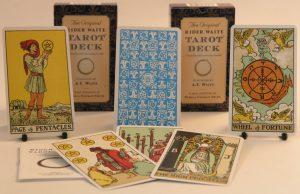 chon bo bai tarot phu hop cho nguoi moi bat dau 300x194 - Cách Nào Để Những Người Mới Bắt Đầu Đọc Tốt Bài Tarot