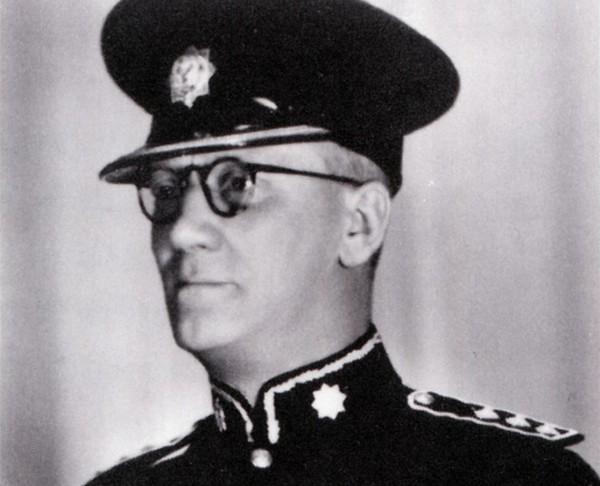 3. William E. Fairbairn nguoi di dau trong viec huan luyen tranh don - Những Thám Tử Ngoài Đời Thực Tài Ba Hơn Cả Conan Và Sherlock Holmes