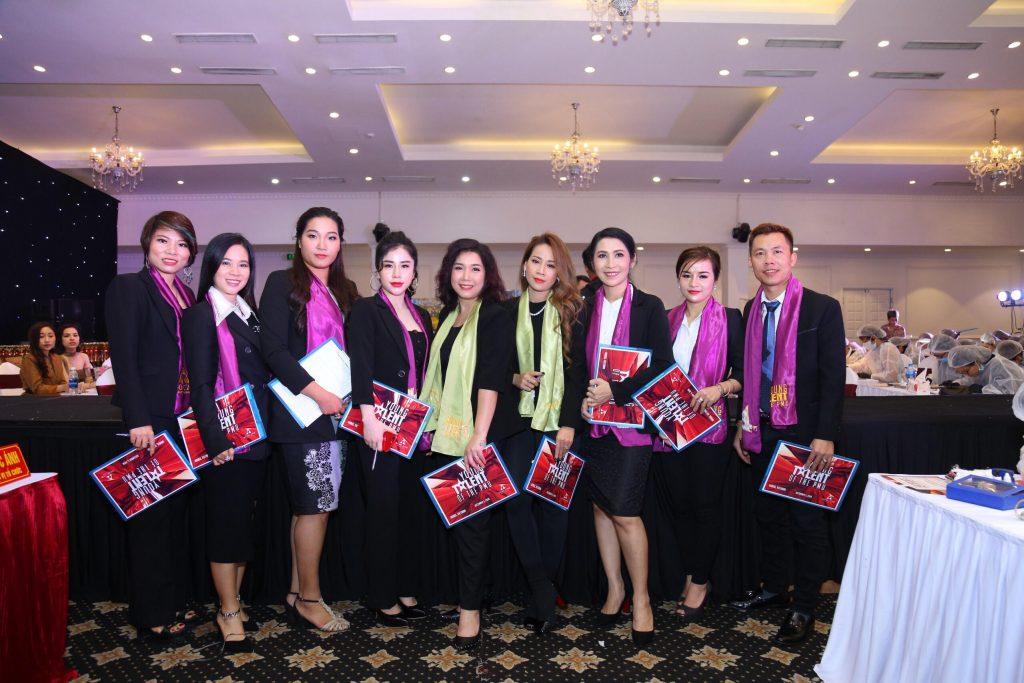 miss tram tham gia giam khao cac cuoc thi phun xam han quoc 1024x683 - Khóa Đào Tạo Học Nối Mi Uy Tín Chuyên Nghiệp TPHCM