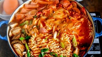 Top 7 Món ăn nổi tiếng của Hàn Quốc được kết hợp với kim chi